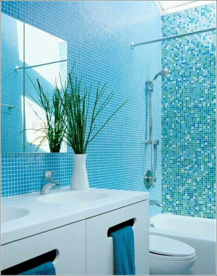 mosaico color celeste baño pequeño