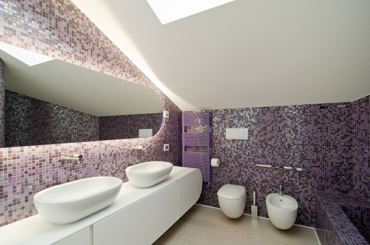 mosaico color purpura bano moderno amplio lavabo blanco ideas