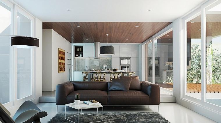 Sofá de cuero marrón en el salón moderno