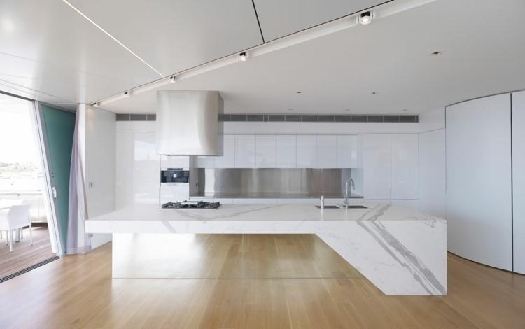 panel acero cocina amplia isla muebles blancos ideas