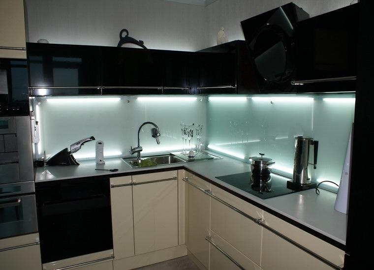 paneles-blancos-opciones-iluminar-cocina