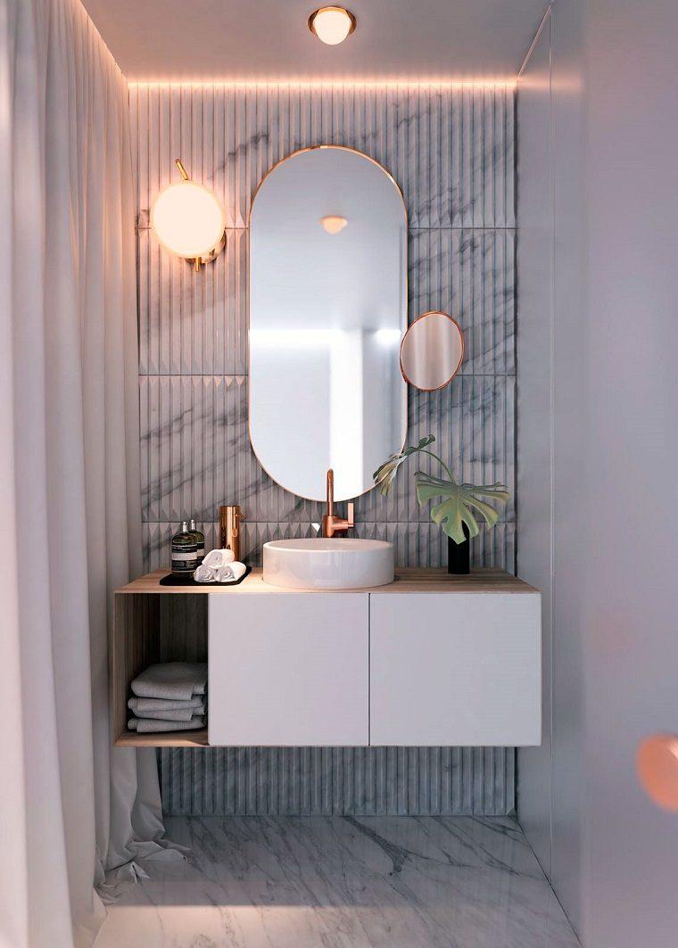 pared-bano-losas-imitacion-marmol-estilo-hogar
