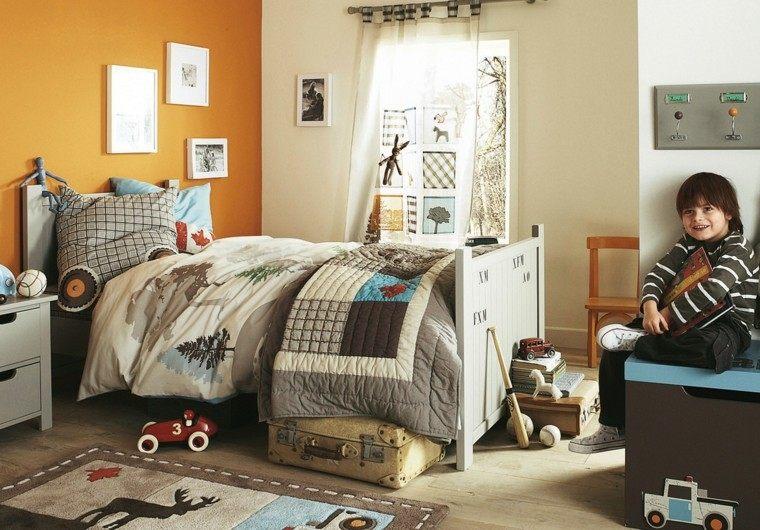 paredes naranja vibrante juguetes cuadros