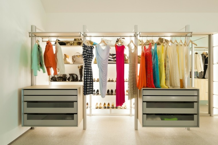 paredes vidrio estantes ropa femenino