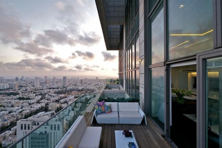pequeña terraza deco sillones blancos