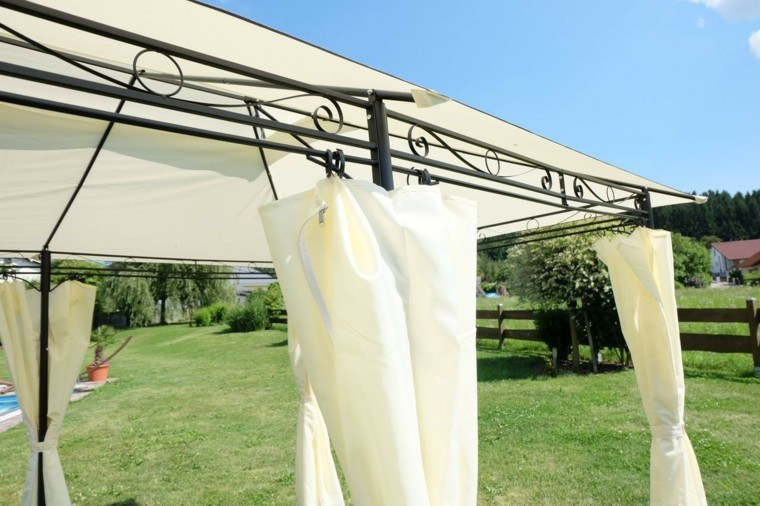 pergola metal independiente cortinas beige