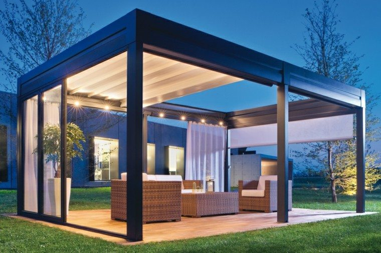 pergola moderna cortinas luces puertas