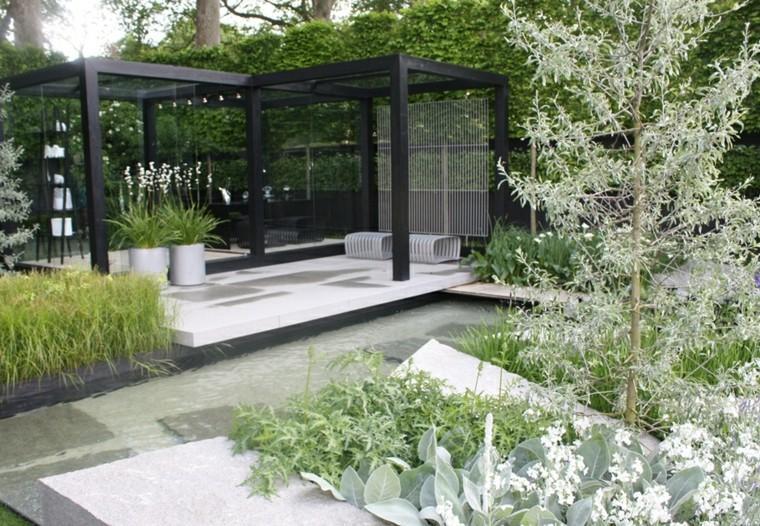 pergolas negras jardin amplio estilo zen ideas