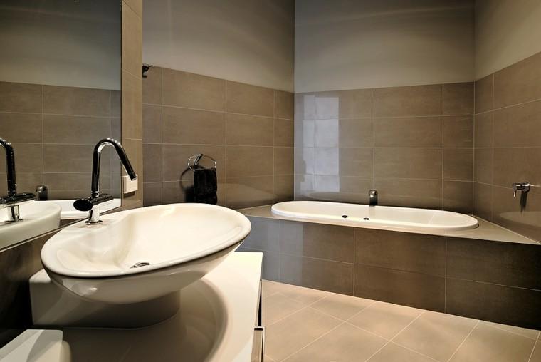 personal baño atractivo acogedor moderno