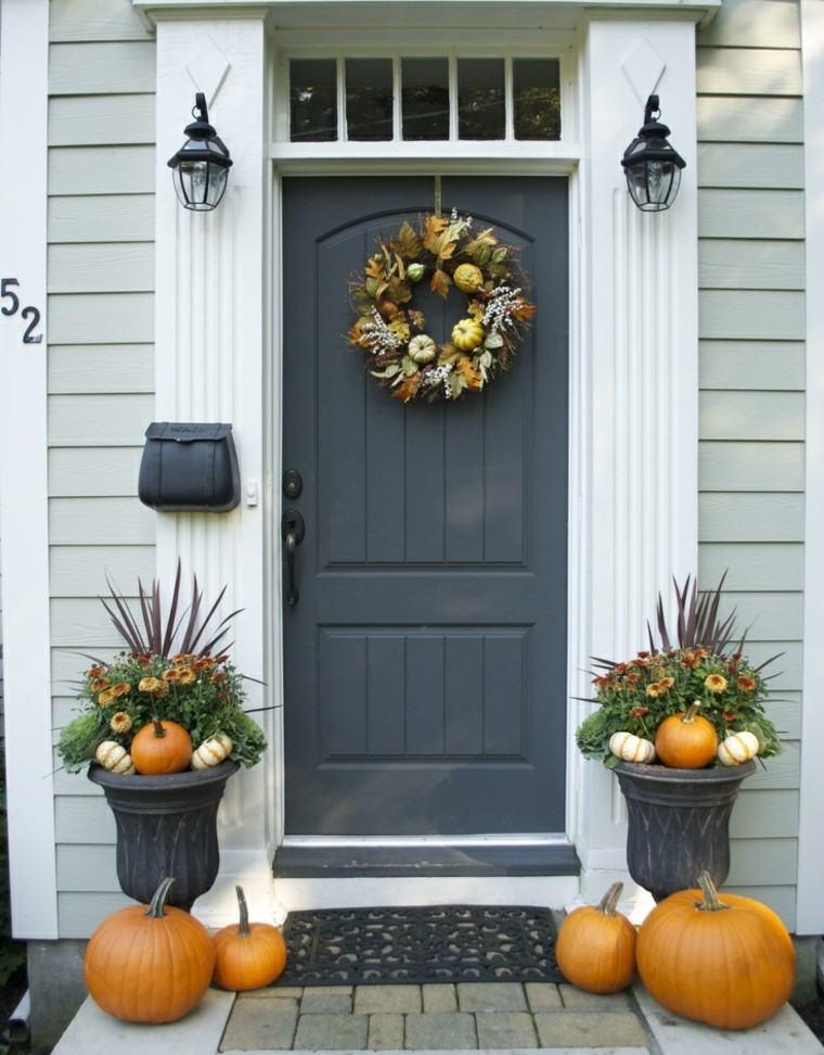 puertas decoracion calabazas flores macetas
