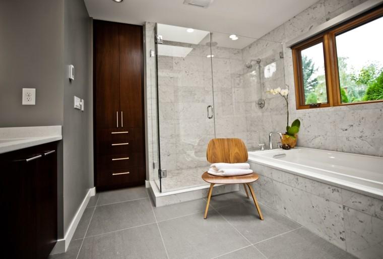 puertas madera baño gris flores silla