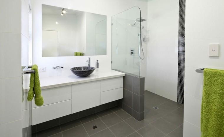 reformas de baños acento verde toallas