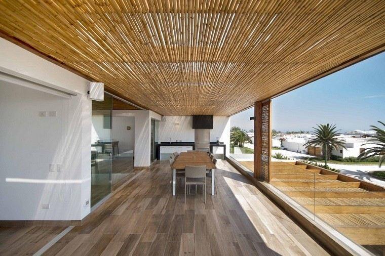 Techos de madera y bamb en la casa panda for Decoracion techos madera interior