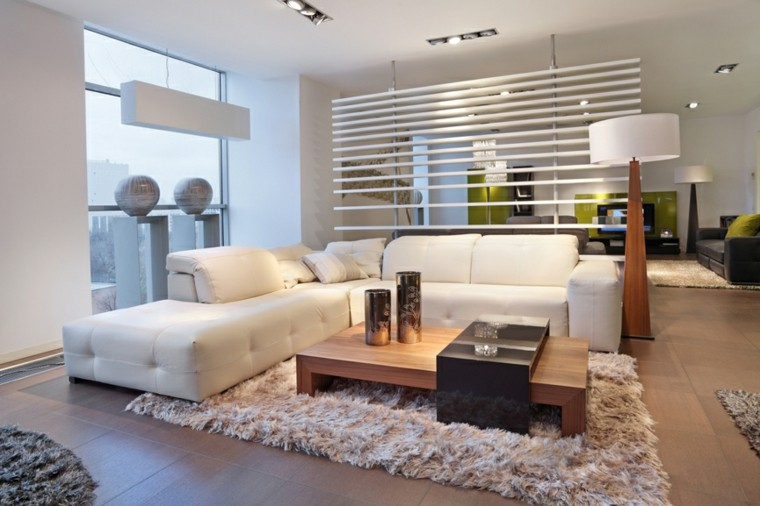 salon moderno blanco mesa madera amplio ideas