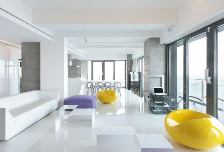 salon moderno diseno sillones amarillos puff purpura ideas
