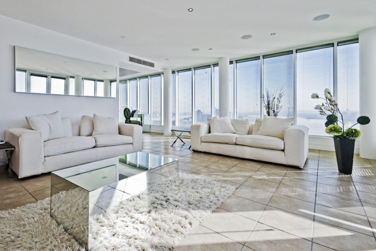 salon moderno mesa plata brillante preciosa muebles blancos ideas