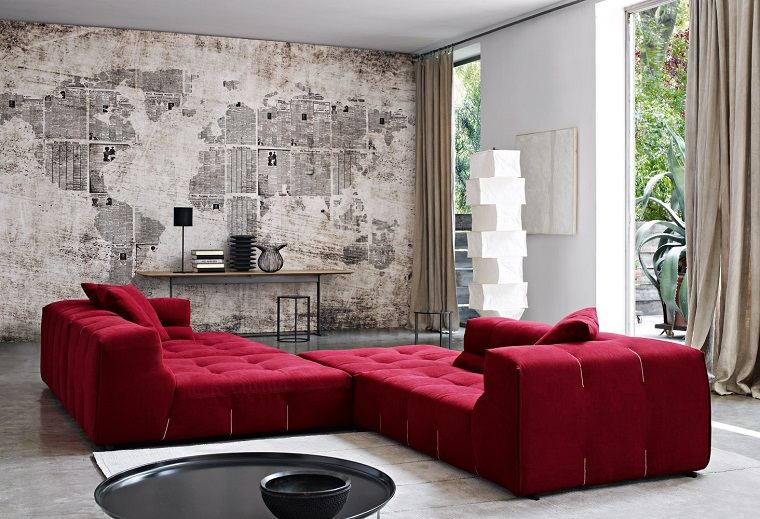 salon moderno sofas rojas estilo vintage mapa pared ideas