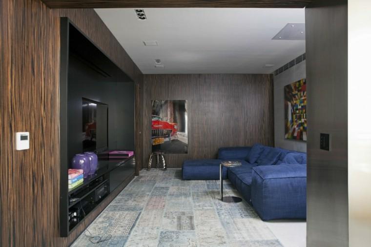 salon sofas color azul pared madera ideas
