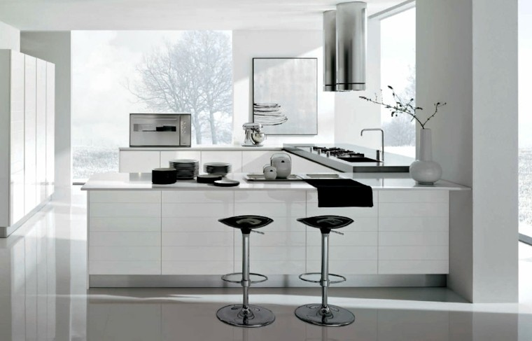taburetes negros cocina blanca moderna