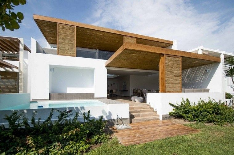 Techos de madera y bamb en la casa panda for Techos exteriores para casas