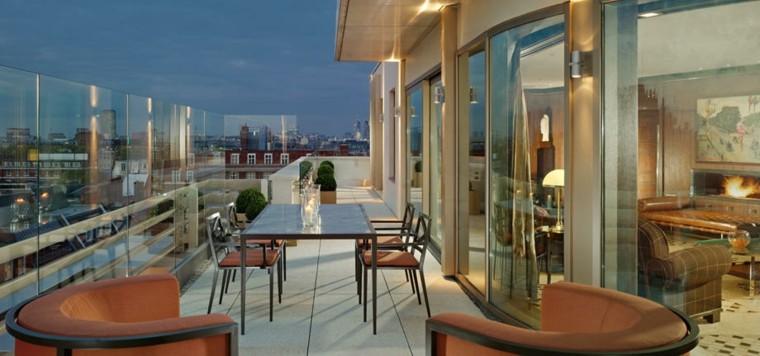 terraza atardecer sillones color naranja