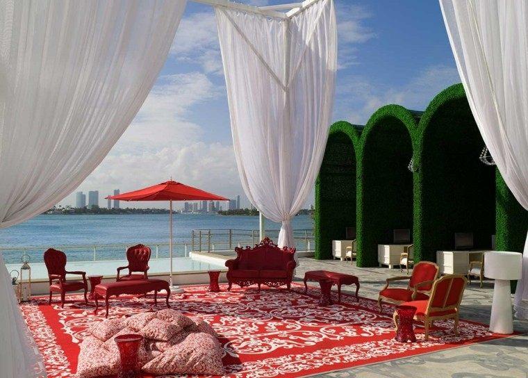 terraza decoradas alfombra roja muebles sombrilla ideas