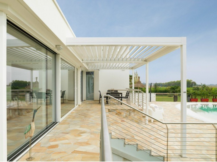 terraza jardin piscina pergola suelo losas ideas