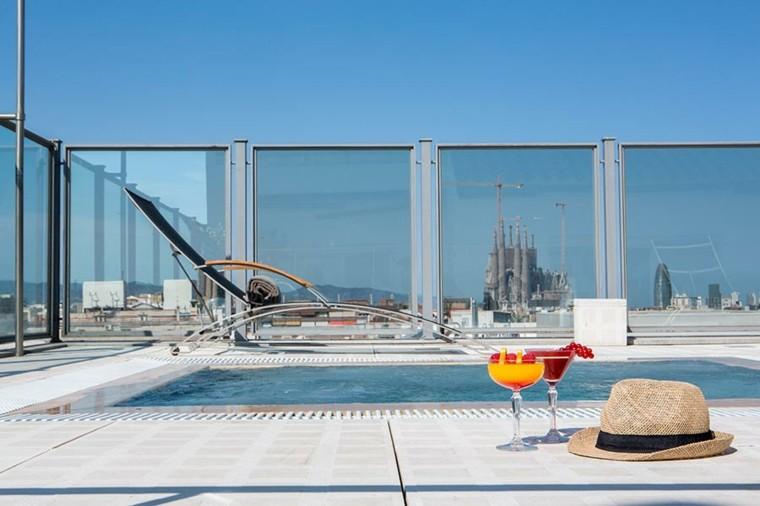 terraza moderna piscina sombrero