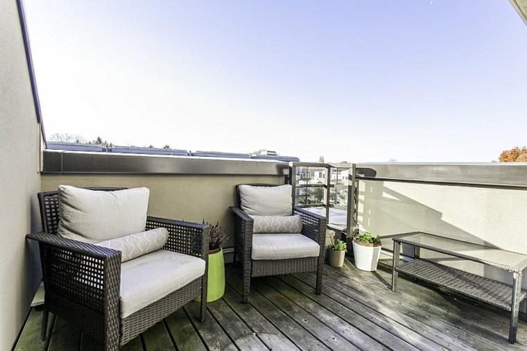 diseño terraza pequeña sillones mimbre