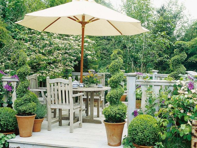 terraza pequena sombrilla macetas muebles teca ideas