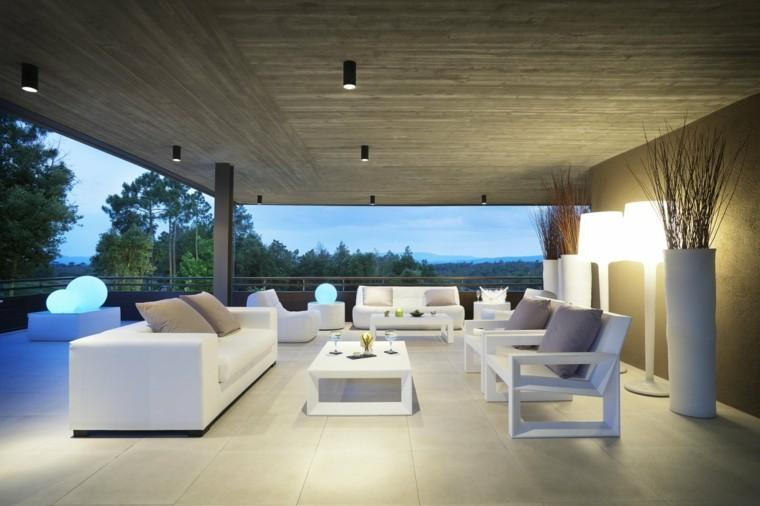 terrazas decoradas estilo muebles blancos macetas ideas