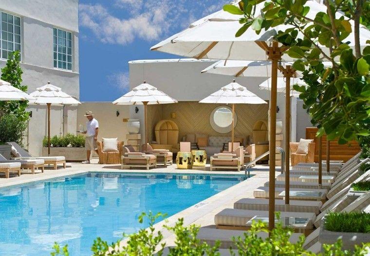 terraza amplia moderna muebles diseno mesas oro ideas