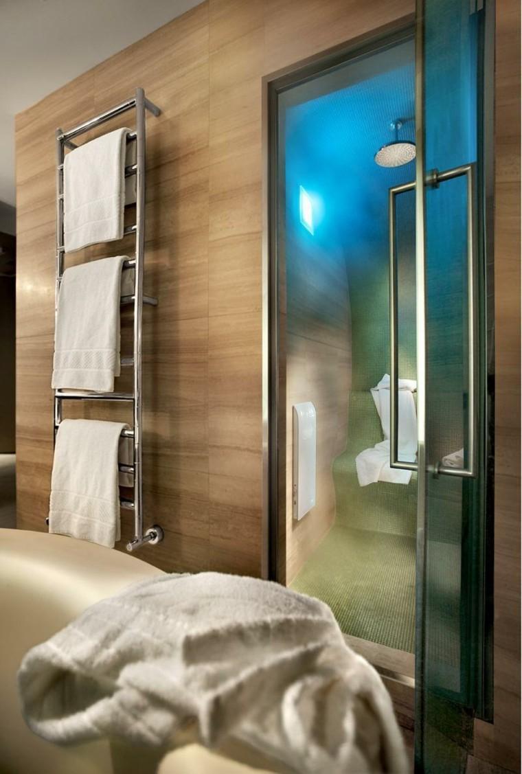 Azulejos dise o madera un toque natural para tu ba o for Toallero para ducha