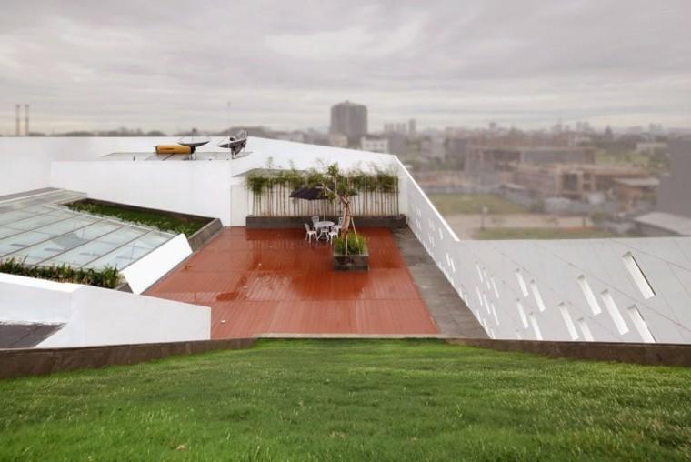valla hormigon blanca jardin amplio cesped ideas