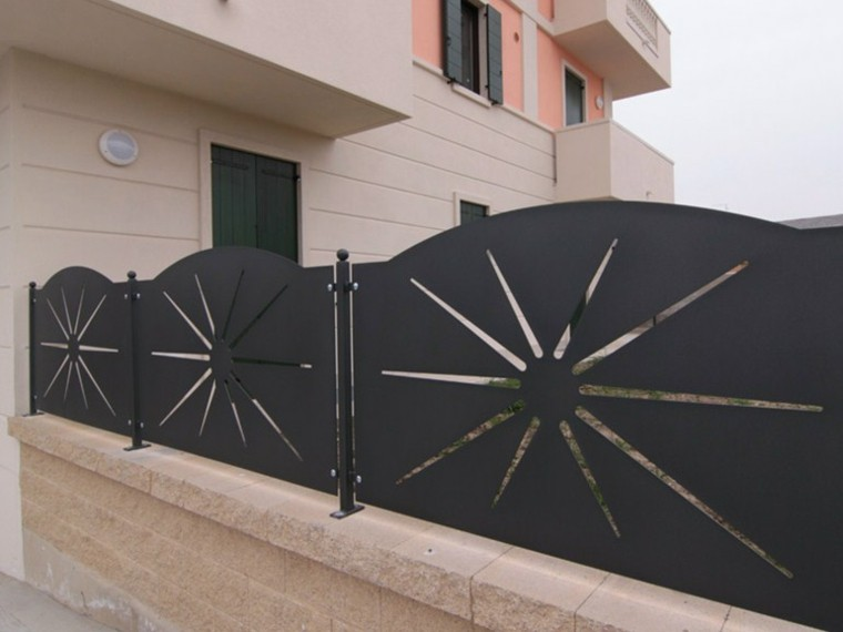 vallas metalicas negras sol acero ladrillos ideas