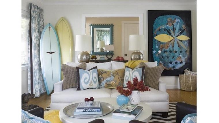 Ann Lowengart salon sofa blanca tabla surf esquina ideas