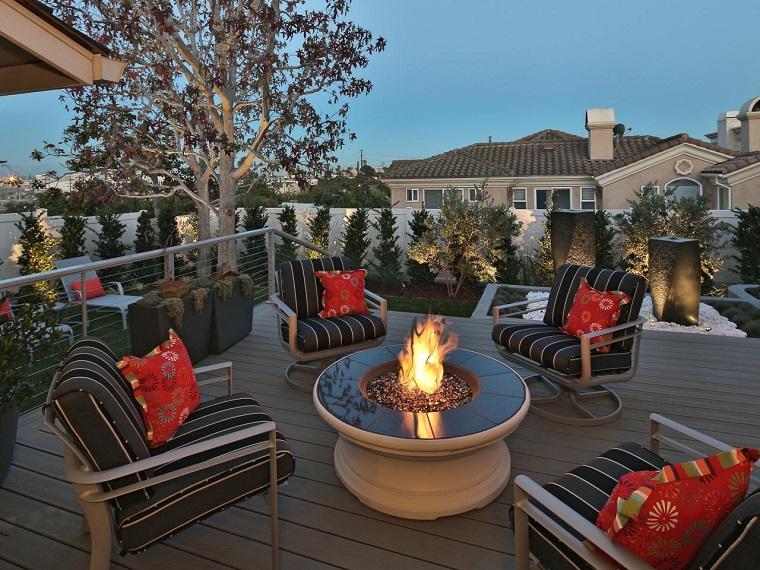 Joan Grabel sillas terraza fuego fuentes agua negros ideas