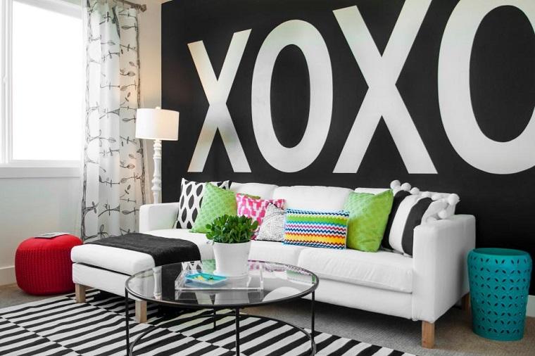 Blanco y negro 50 ideas para el sal n moderno y elegante - Decoracion paredes salon moderno ...