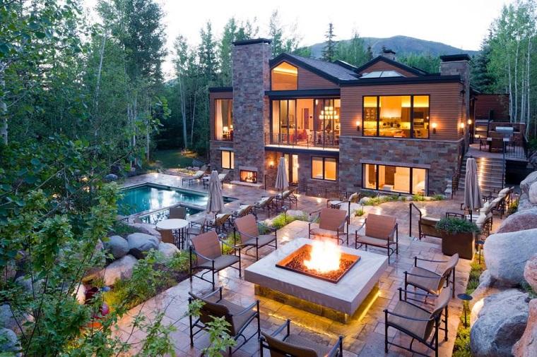 Kristi Will pozo jardin amplio sillas piscinas suelo piedra ideas