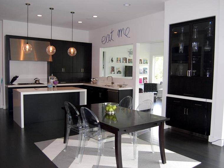 Linc Thelen Design cocina moderna negra sillas preciosas ideas