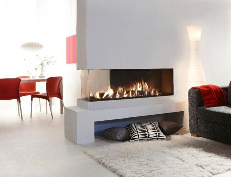 ambiente esferas sillas rojas blanco alfombra