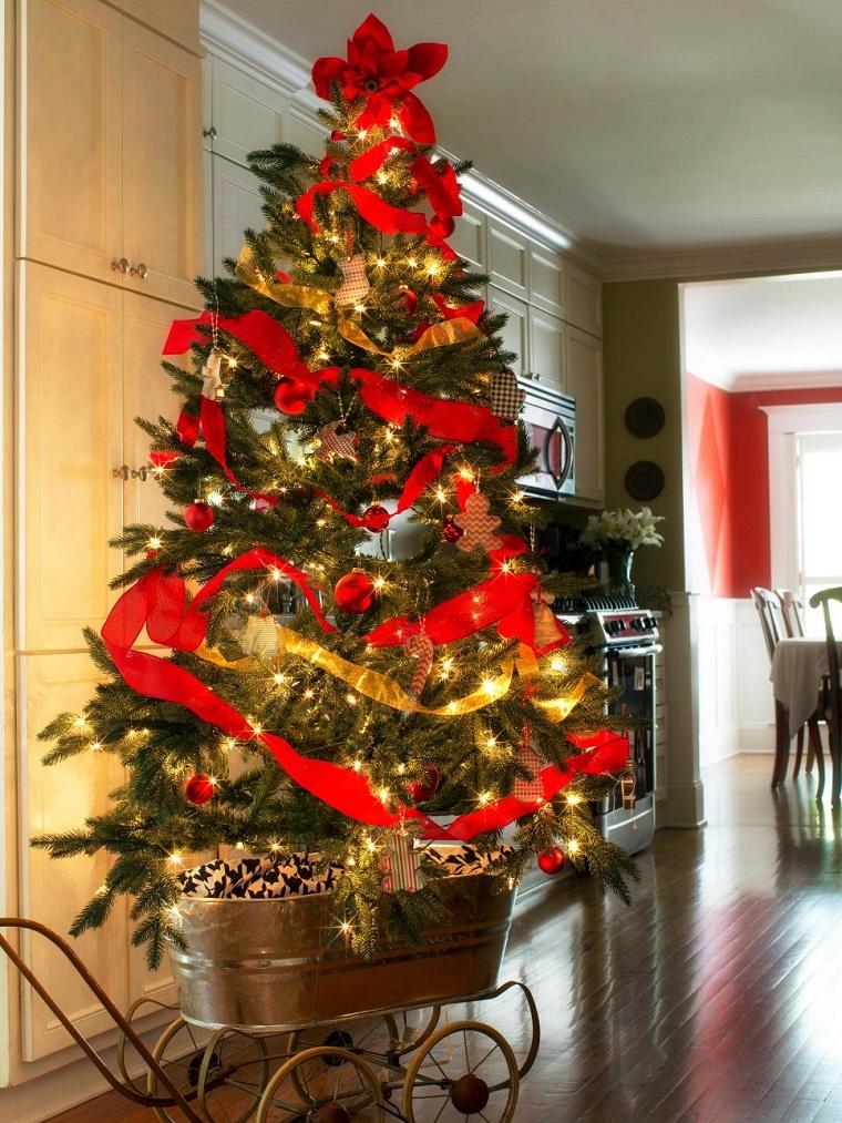 arbol de navidad precioso carrito guirnalda roja ideas