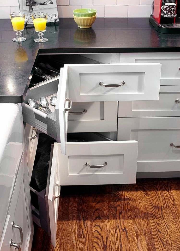 Armarios esquineros y soluciones de almacenaje originales - Cocina blanca encimera negra ...
