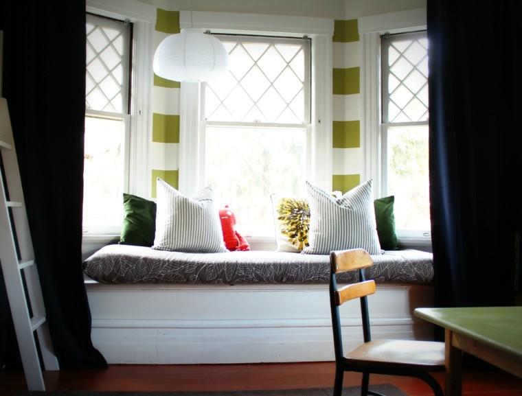 diseño asiento ventana cojines verdes