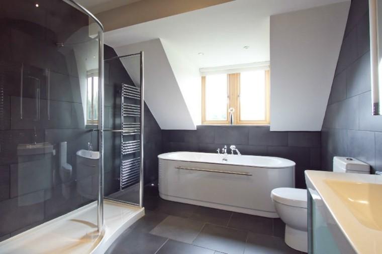 Azulejos Oscuros Para Baño:Diseño de baño con revestimiento de troncos madera