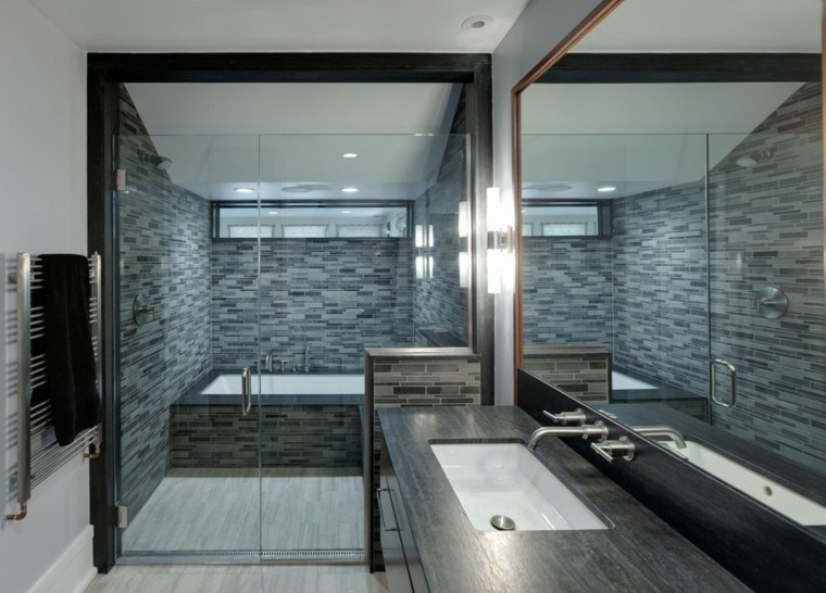 baño moderno gris oscuro azulejos