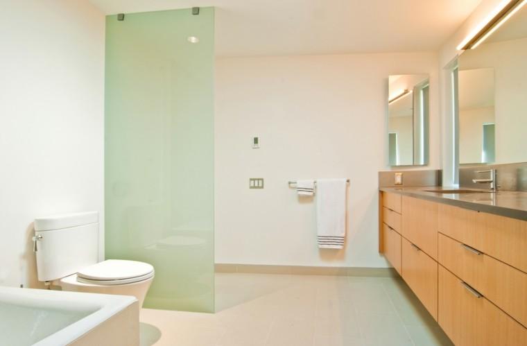 baño moderno mampara vidrio verde