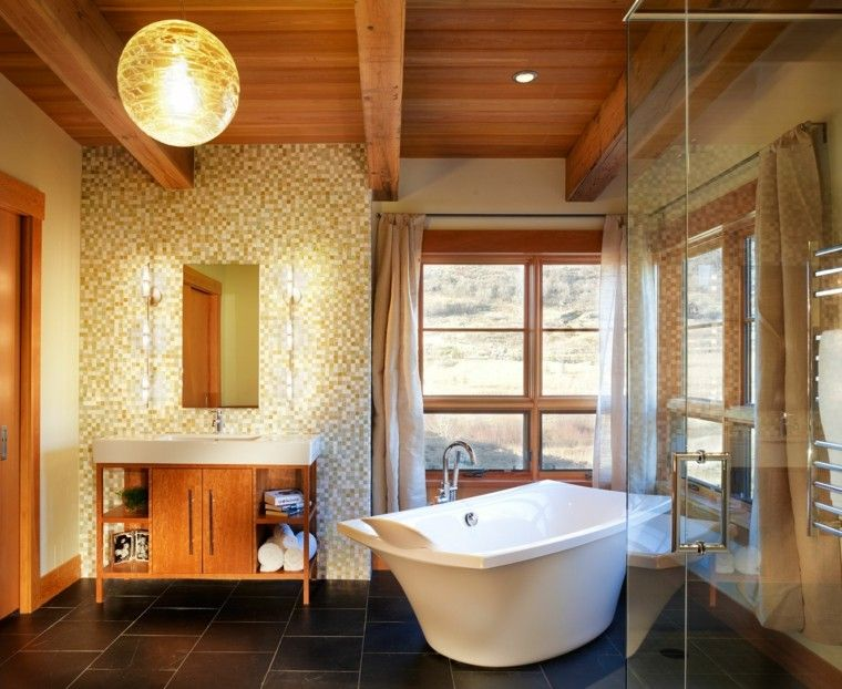 baño rustico techo madera mosaico
