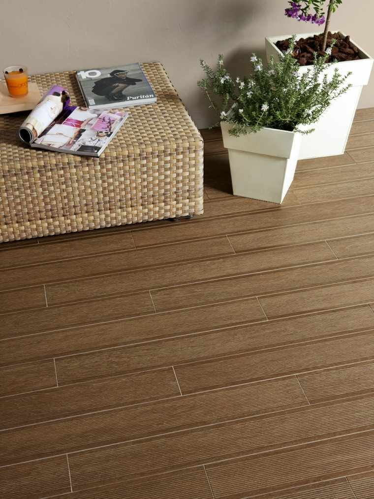 Baldosas azulejos y losas que imitan madera muy originales for Baldosas para terraza baratas