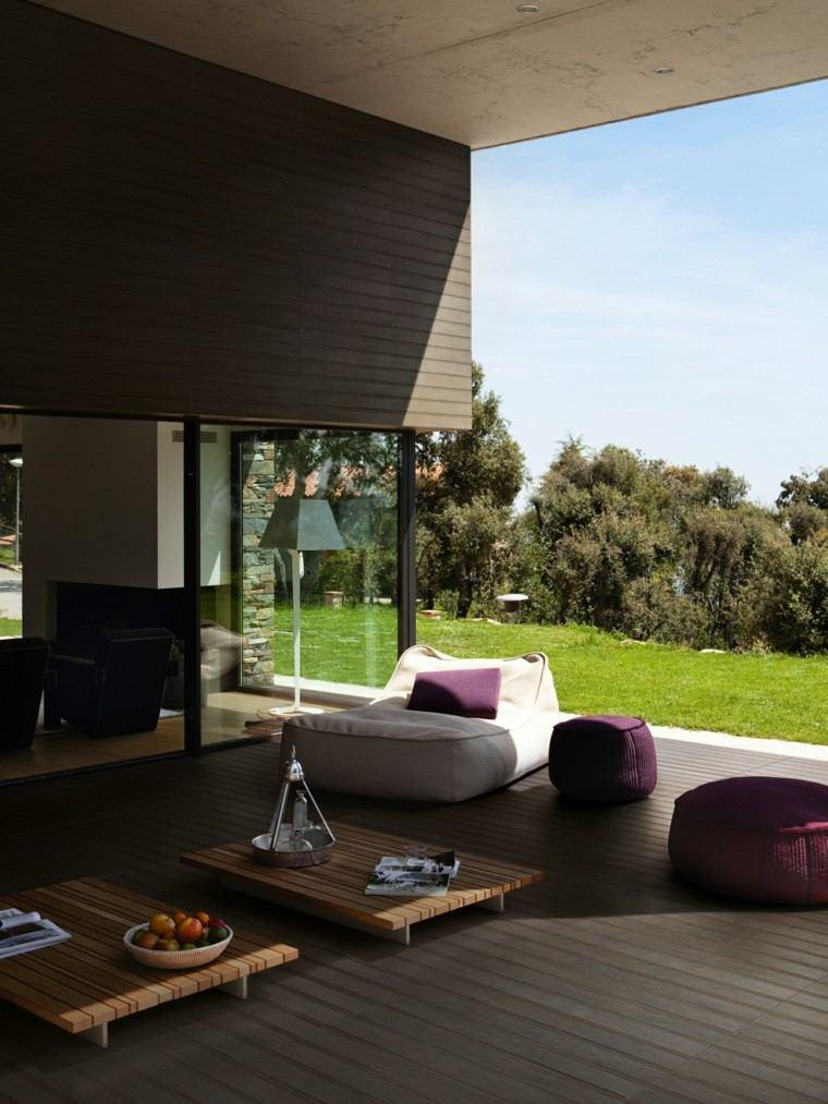 baldosas azulejos imitan madera terraza moderna mesitas madera ideas